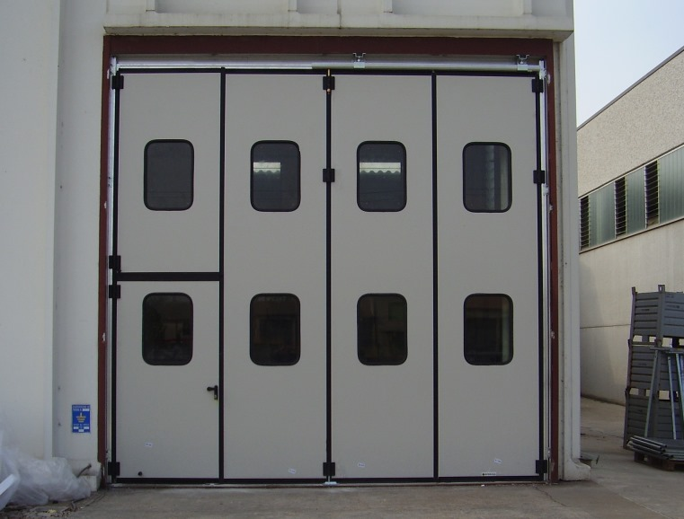 portoni per capannoni industriali -Industrial doors - some options available
